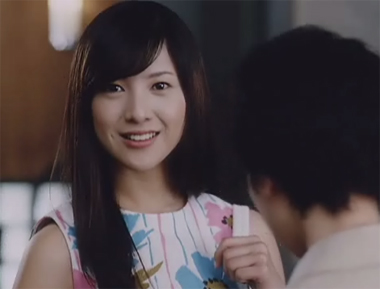 前髪を作っている吉高由里子さん